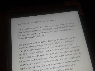 Das Bild zeigt den Text dieses Blogposts auf dem iPad - Bildaussage: Man sollte sich bei SEO & Suchmaschinenoptimierung voll auf die Textqualität konzentrieren!