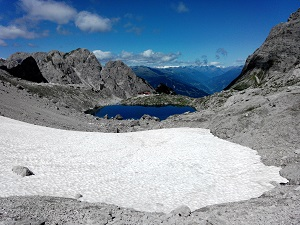 Das Bild zeigt ein Bergpanorama in den Lienzer Dolomiten - Symbolische Aussage: Die Hotellerie muss die eigene Tunnelperspektive ablegen!