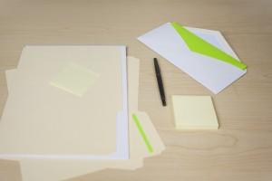 Symbolbild: leere Blätter - Bildunterschriften und Alternative Bildbeschreibungen sollte man für SEO nicht ungenützt lassen!