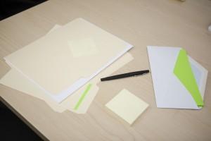 Bild zeigt leere Blätter. Message: Professionelles Texten erfordert professionelle Herangehensweisen.